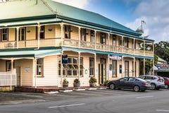 Mangonui Nya Zeeland - SEPTEMBER 2, 2018: HotellMangonui historisk byggnad Det har beskrivits som nya Zealands mest royaltyfria foton