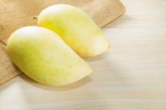 Mangos amarillos Imagen de archivo libre de regalías