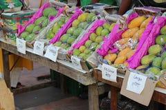Mangos auf Anzeige Lizenzfreie Stockbilder