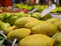 Mangos en un mercado Imagen de archivo libre de regalías