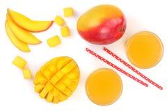 Mangosaft und -frucht lokalisiert auf weißer Hintergrundnahaufnahme Beschneidungspfad eingeschlossen Flache Lage Stockfotografie