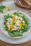 Mangosalade met de kaas en arugula van feta Royalty-vrije Stock Foto's