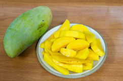 Mangoscheiben auf Platte Lizenzfreies Stockfoto