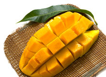 Mangoscheiben lokalisiert auf weißem Hintergrund Lizenzfreies Stockfoto