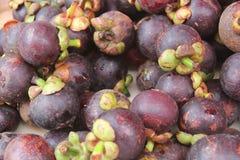 Mangostán en el mercado comercial agrícola Imagen de archivo