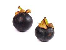 Mangostán - mangostán de las frutas tropicales en el fondo blanco Fotografía de archivo