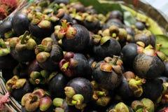 Mangostan, mangostan w koszu obrazy stock