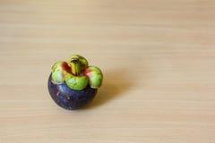 Mangostan na stole Zdjęcie Stock