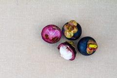 Mangostan owoc na stole obrazy royalty free