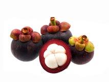 Mangostanfrüchte auf weißem Hintergrund Lizenzfreie Stockfotografie