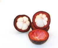 Mangostanfrucht auf weißem Hintergrund Lizenzfreie Stockbilder