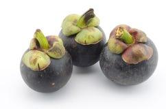 Mangostanfrucht lokalisiert auf Weiß Stockbild