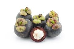 Mangostanfrucht lokalisiert auf Weiß Lizenzfreie Stockfotos