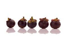 Mangostanfrucht lokalisiert auf weißem Hintergrund lizenzfreie stockfotos