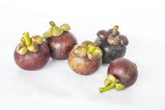 Mangostanfrucht mit weißem Hintergrund lizenzfreie stockbilder
