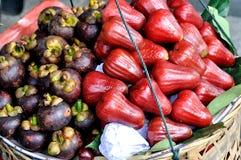 Mangostanfrucht- und Wachsapfel Stockfotografie