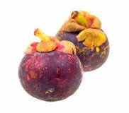 Mangostanfrucht zwei getrennt auf Weiß Stockfotografie