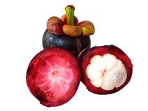 Mangostanfruit op witte achtergrond stock fotografie