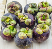 Mangostanu lata owocowy zbliżenie królowa owoc na drewnianym tle Obrazy Royalty Free