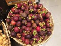 Mangosteen i supermarket Royaltyfri Fotografi