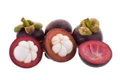 Mangosteens βασίλισσα των φρούτων, ώριμα mangosteen φρούτα που απομονώνονται στο W Στοκ Εικόνες
