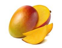 Mangowa piękna rżnięta plasterek połówka odizolowywająca na białym tle Zdjęcia Royalty Free