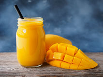 Mangowi smoothies Fotografia Stock