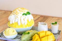 Mangowy Bingsu, Korian golił lód Zdjęcie Stock