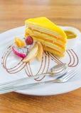 Mangowy krepa torta serw z mangowym kumberlandem Zdjęcia Royalty Free