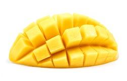 Mangowy plasterka cięcie sześciany zamyka w górę odosobnionego Obraz Stock