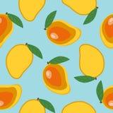 Mangue entière douce et mangue coupée avec l'été de fruit de feuille tropical Image stock