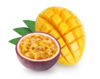Mangue et passiflore comestible de passiflore d'isolement Photos stock