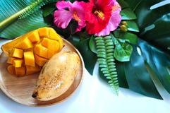 Mangue thaïlandaise douce de plat en bois photo stock