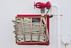 Mangueira de incêndio na parede Foto de Stock Royalty Free
