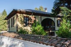 Mangueira velha do bulgariasn tradicional na cidade de Kalofer, Bugaria Foto de Stock Royalty Free