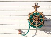 Manguera decorativa del agua del ancla de las naves Imágenes de archivo libres de regalías