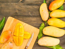 Mangues coupées en tranches Photo libre de droits