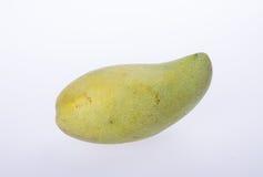 mangues ou mangues jaunes de vert sur le fond Images libres de droits