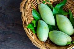 Mangues sur le panier en Thaïlande Images stock