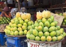 Mangues - variété différente de mangues. Images stock