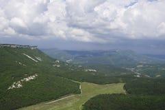 Панорамное взгляд сверху от горы Mangup, Крыма Стоковые Изображения