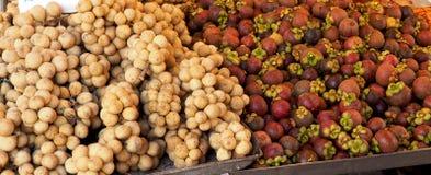 Mangustão e Longkong plantly do fundo dos frutos Imagens de Stock