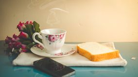 A manhã é perfeita para seu café favorito, fotografia de stock