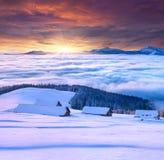 Manhã colorida do inverno nas montanhas Foto de Stock