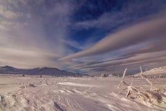 Manhã colorida do inverno nas montanhas no nascer do sol Fotografia de Stock Royalty Free