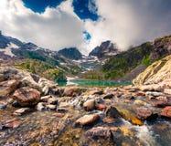 Manhã colorida do verão no lago Blanc da laca com ervilha do Belvedere imagens de stock royalty free