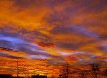 Manhã com nuvens vermelhas Imagens de Stock