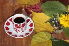 manhã com uma xícara de café imagens de stock