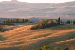 Manhã de setembro na casa de campo do Belvedere ` Orcia de San Quirico d, Itália Fotografia de Stock