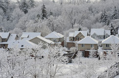 Manhã do inverno na cidade pequena Fotos de Stock